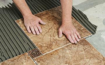 Как выбрать и самостоятельно выложить пол из керамической плитки?