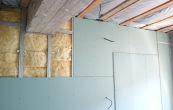 Виды гипсокартона, характеристики, правила и варианты самостоятельного монтажа на стены