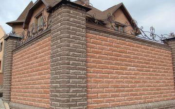 Кирпичный забор для частного дома. Подготовка материала и этапы строительства