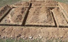 Как правильно вырыть котлован и траншею под фундамент частного дома? Разработка грунта вручную и экскаватором