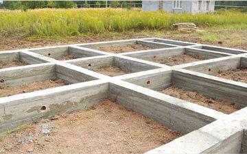 Как сделать ленточный фундамент для частного дома своими руками?